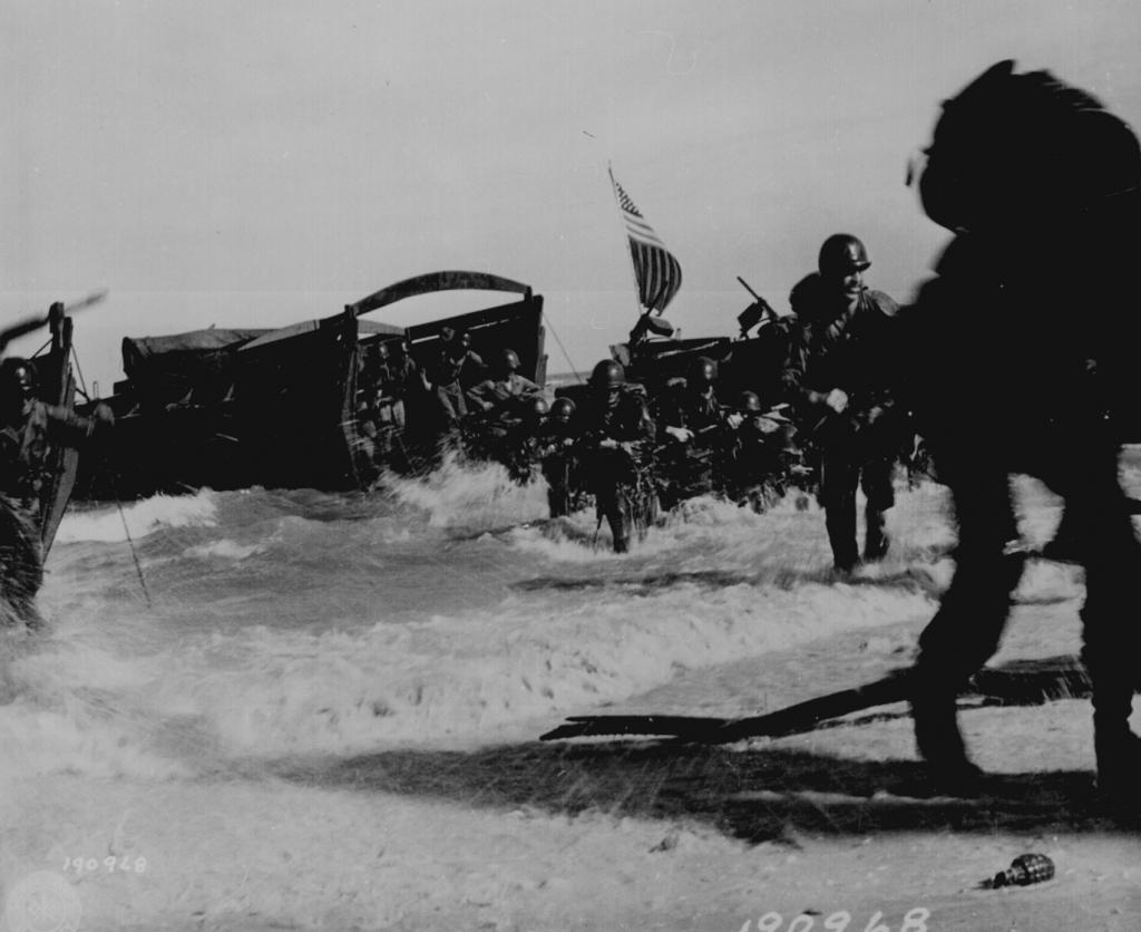US-Truppen des 163. Infantrie-Regiments während der Invasion der Wadke Inseln in Holländisch Neu Guinea, 18. Mai 1944